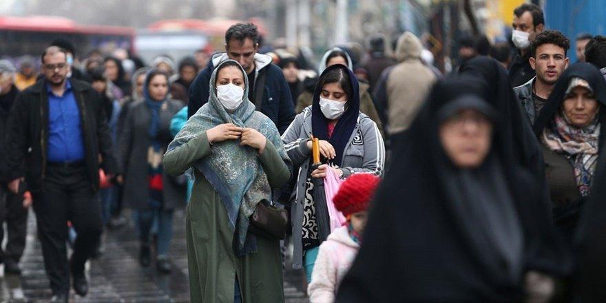 İran'da halk sokağa çıkarak koronavirüs tedbirlerini ihlal ediyor