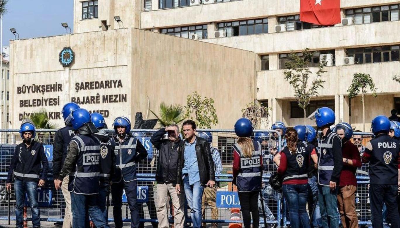 Diyarbakır'da seçilmiş başkan kalmadı!