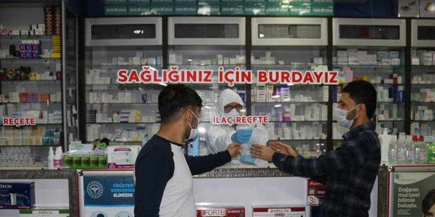 VİDEO - Eczane çalışanlarından koronavirüs önlemi
