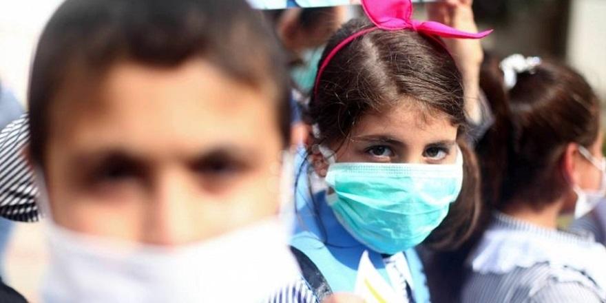 """""""Çocukları koronavirüsle ilgili fazla bilgiye maruz bırakmayın"""" uyarısı"""