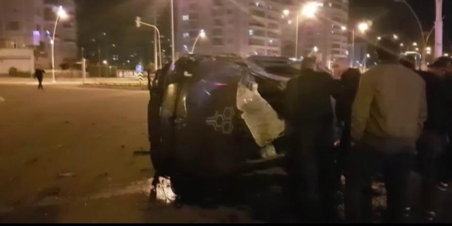 Kavşağa çarpan araç takla attı: 2 yaralı