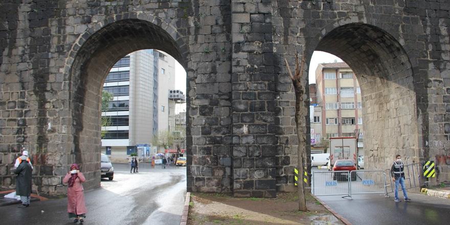 Diyarbakır'da bir apartman karantinaya alındı