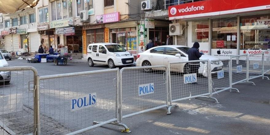 En işlek cadde trafiğe kapatıldı