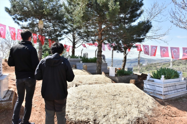 Kulp şehitleri Kürtçe ağıtlarla toprağa verildi
