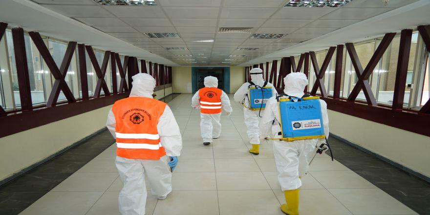 Büyükşehir Belediyesi kamu ve özel kuruluşlarda dezenfekte çalışmalarını sürdürüyor