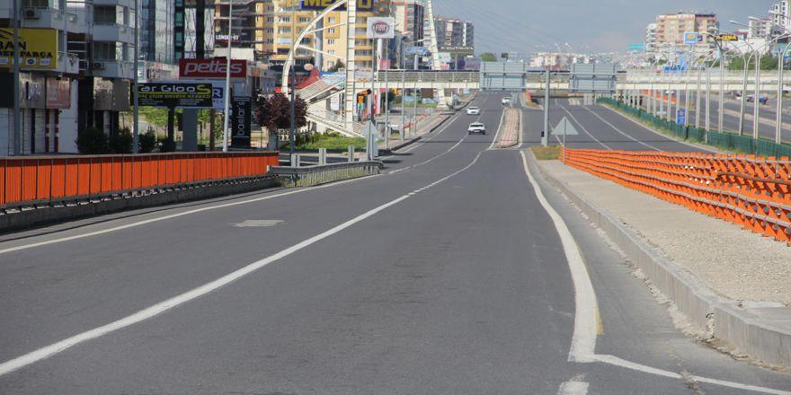 VİDEO - Diyarbakır'da cadde ve sokaklar boş kaldı