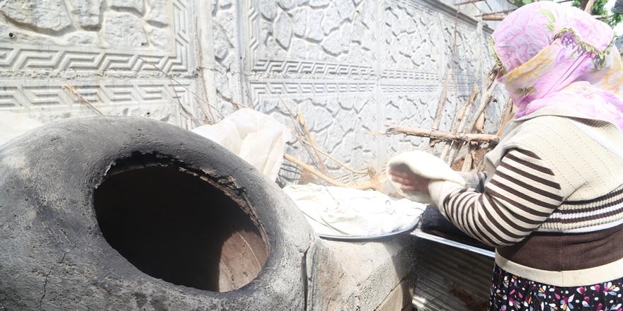 Fırın kuyruklarına alternatif: Tandır ekmeği