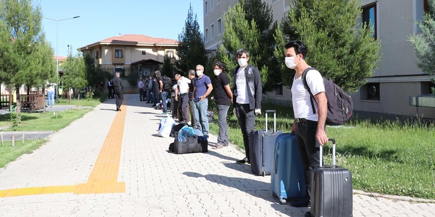 Diyarbakır'da karantina süresi dolan 90 vatandaş evlerine uğurlandı