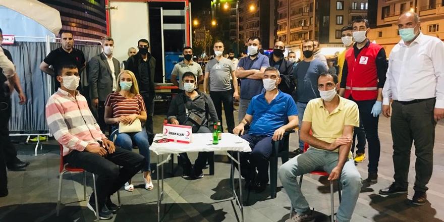 Diyarbakır'daki sağlık çalışanlarından anlamlı destek