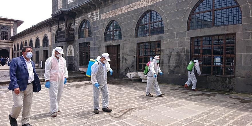 VİDEO - Cuma namazı öncesi Ulu Camide dezenfekte çalışması
