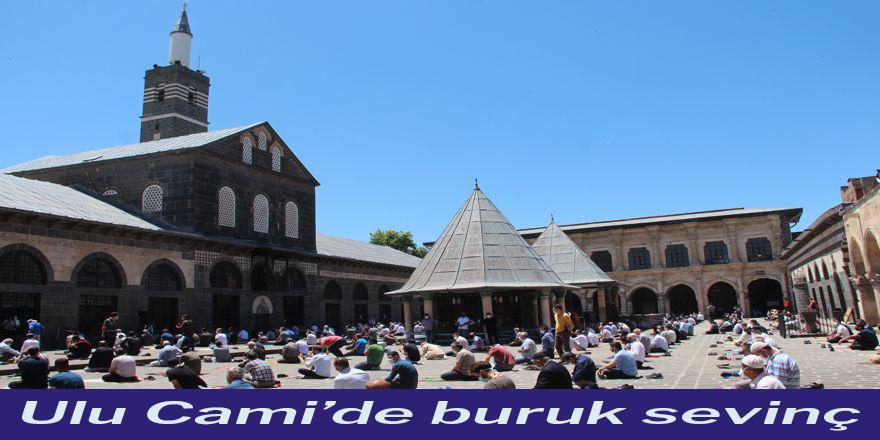 Diyarbakır'da sosyal mesafeli ilk Cuma Namazı kılındı