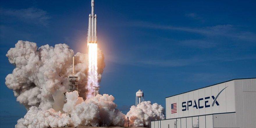 İlk insanlı uzay mekiği denemesi gerçekleşti