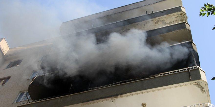 Diyarbakır'da yangın, apartman tahliye edildi