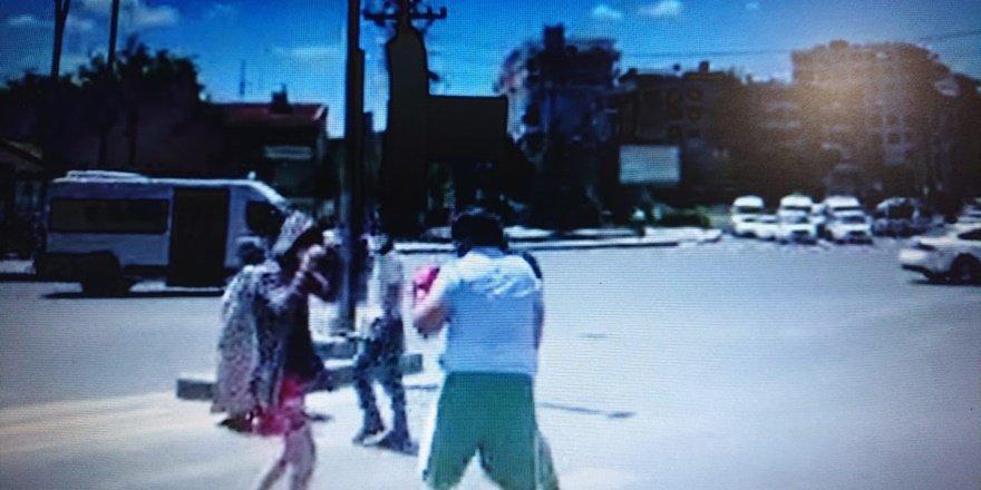 Diyarbakır'da yaya geçidinde boks yapan gençler
