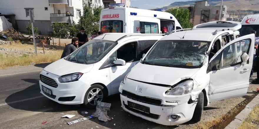 Siirt'te HDP konvoyunda kaza: 6 yaralı