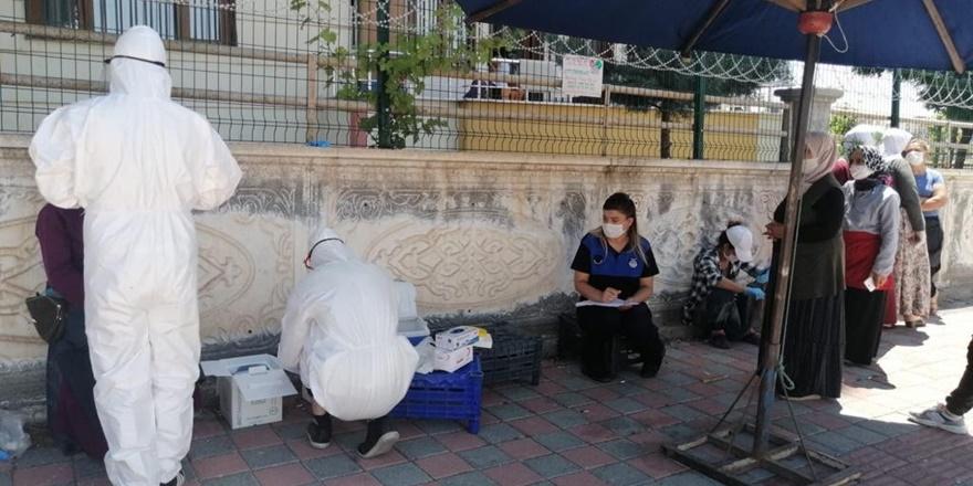 Kadın pazarcılara korona virüs testi