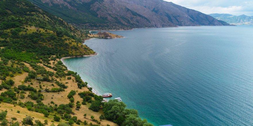 Van Gölü'nün saklı koyları ziyaretçilerini mest ediyor
