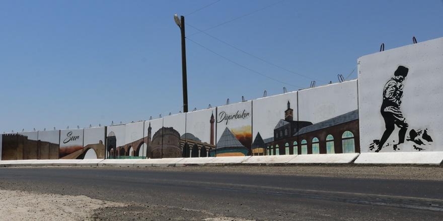 Beton bloklara Diyarbakır'ın tarihi dokuları resmedildi