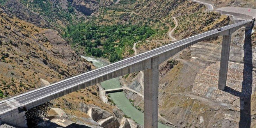 Türkiye'nin en yüksek köprüsü Botan Çayı Beğendik Köprüsü açıldı