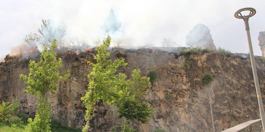 Diyarbakır Surlarında yangın