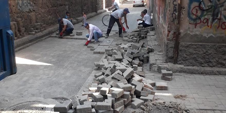 Kaynartepe Mahallesi'nde kaldırımlar yenileniyor