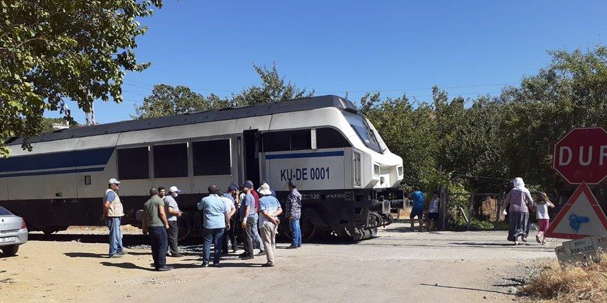 VİDEO - Yük treni raydan çıktı, faciadan dönüldü