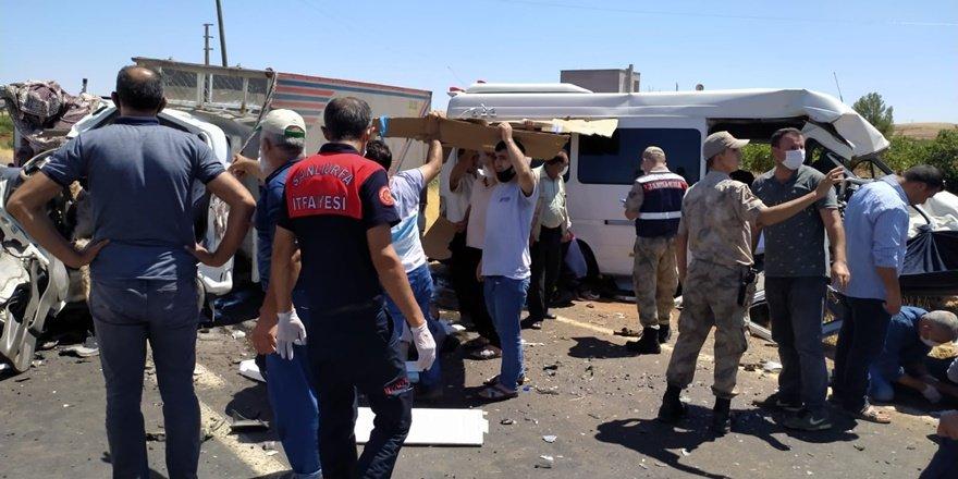Urfa'da feci kaza: 15 yaralı