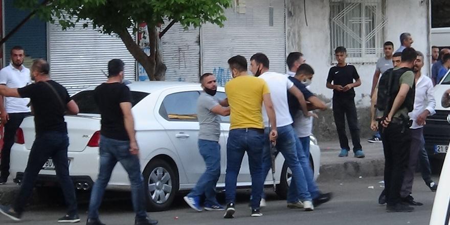 VİDEO - Diyarbakır'da pazar yeri kavgası: 12 yaralı