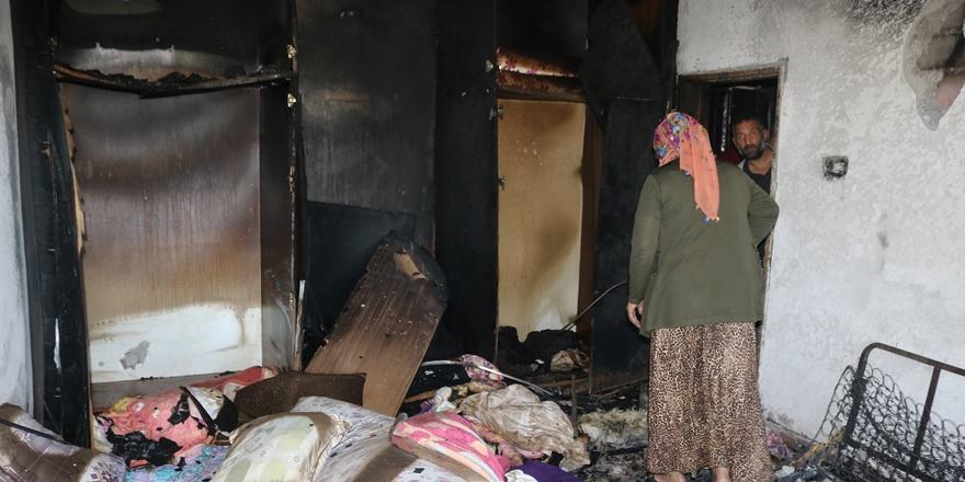 Diyarbakır'da bir evde klima patladı, ev küle döndü