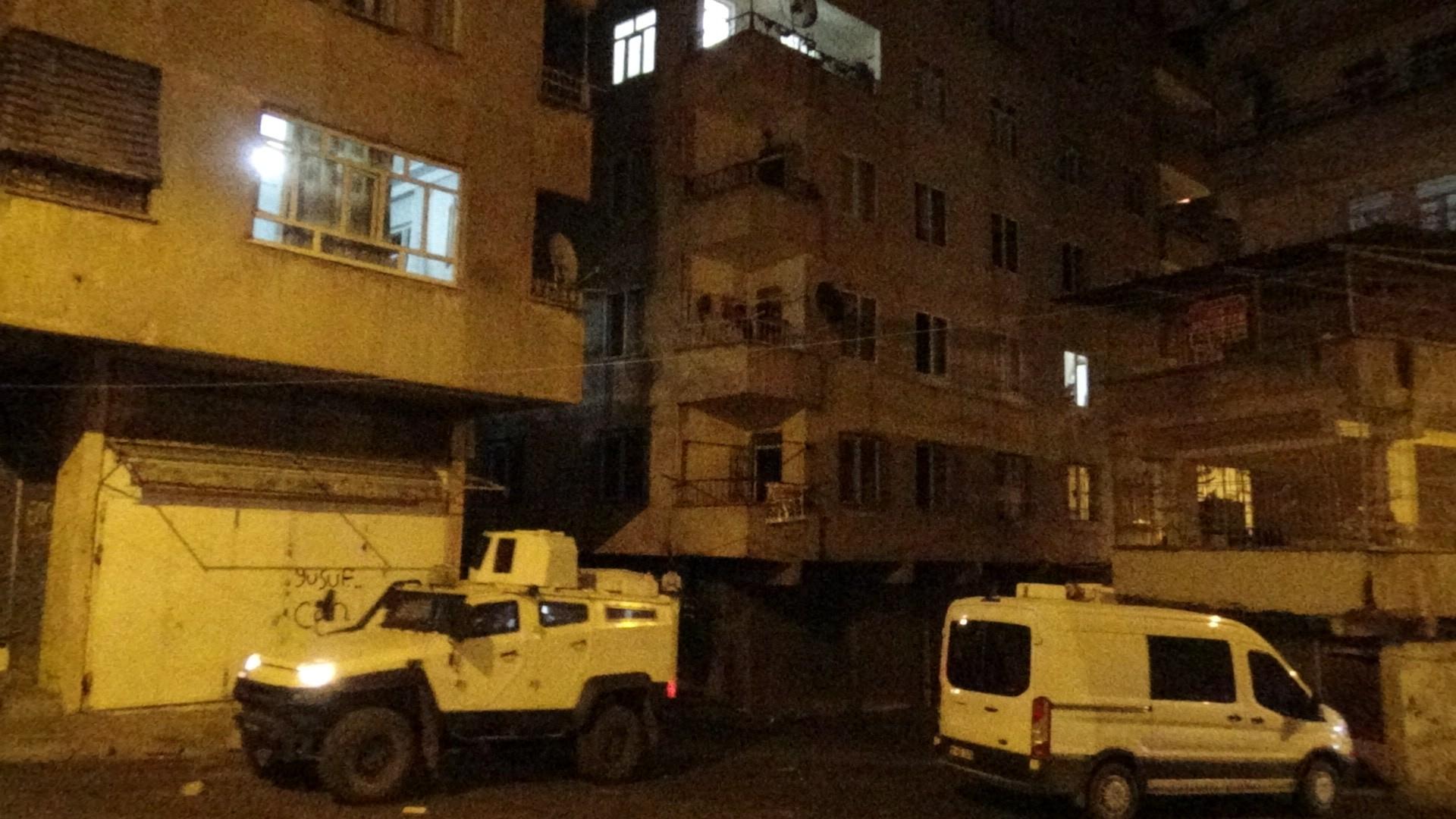 Diyarbakır'da bir eve el yapımı patlayıcı hasara neden oldu