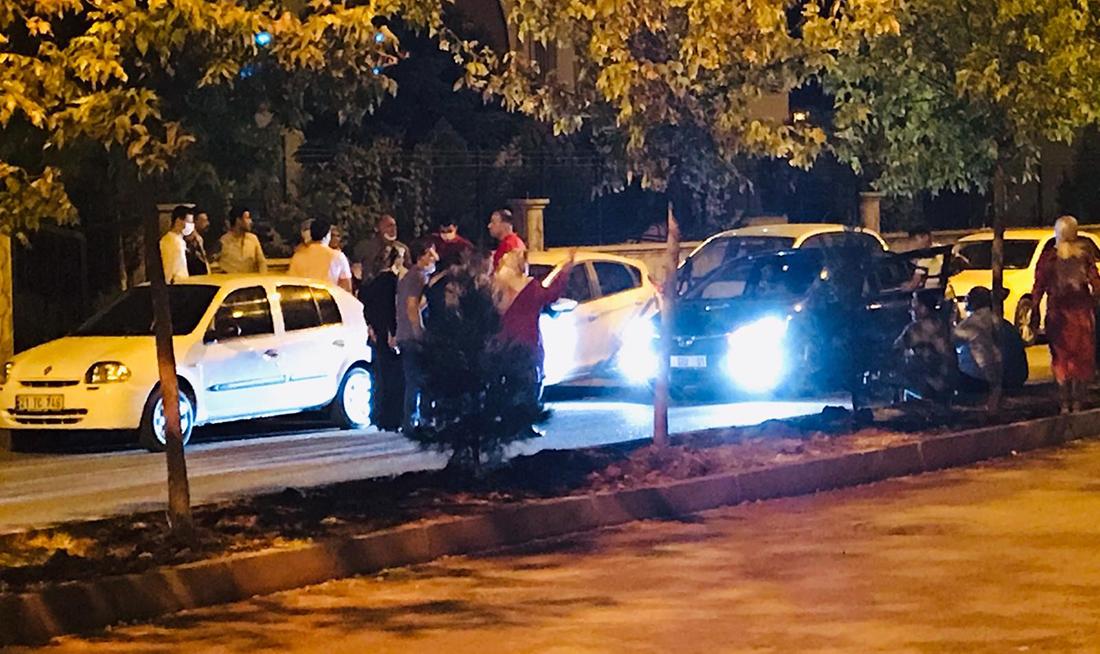 VİDEO- Diyarbakır'da kısıtlamaya rağmen halay ve konvoy