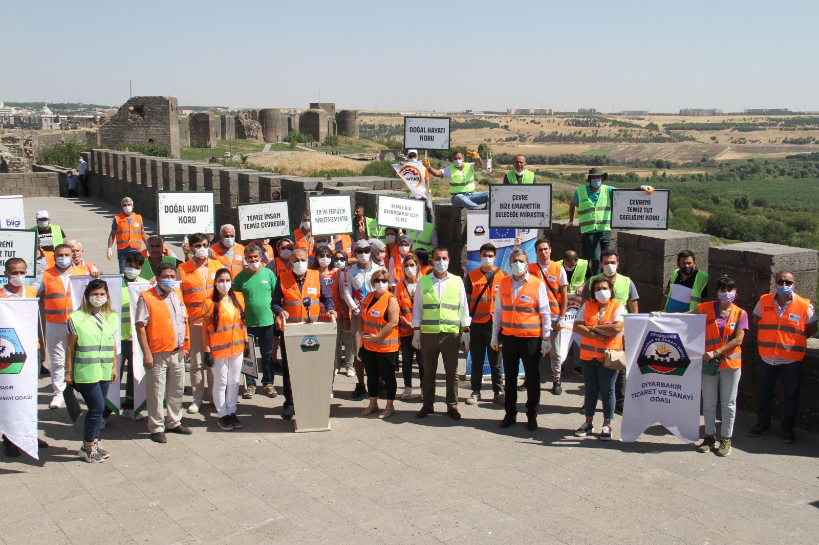 Diyarbakır'daki STK'lar temizlik için el ele verdiler