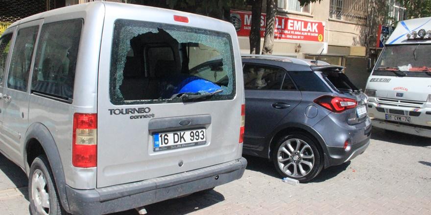 Şanlıurfa'da bir kadın levyeyle 21 aracın camını kırdı