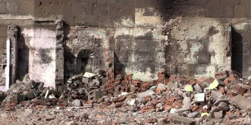Diyarbakır'da tarihi burçta kitabe ve nişler ortaya çıktı