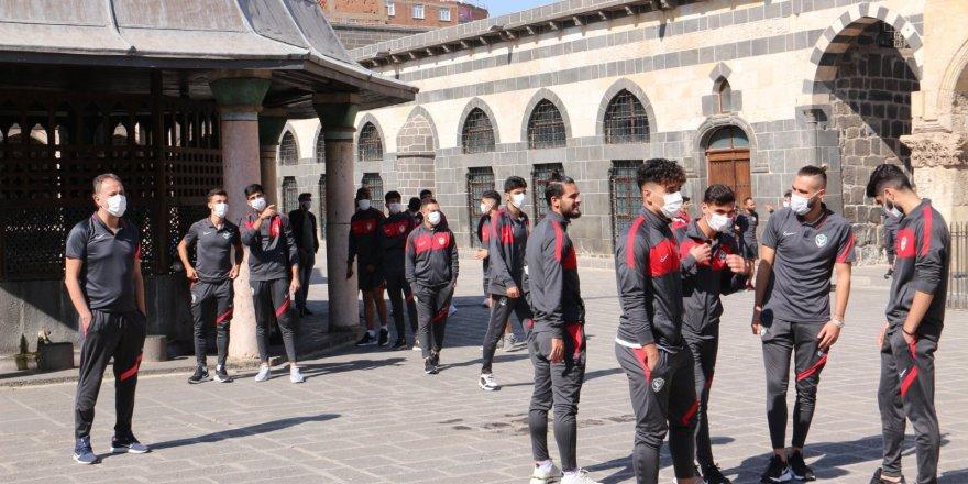 Amedsporlu oyuncular tarihi Ulu Cami'de