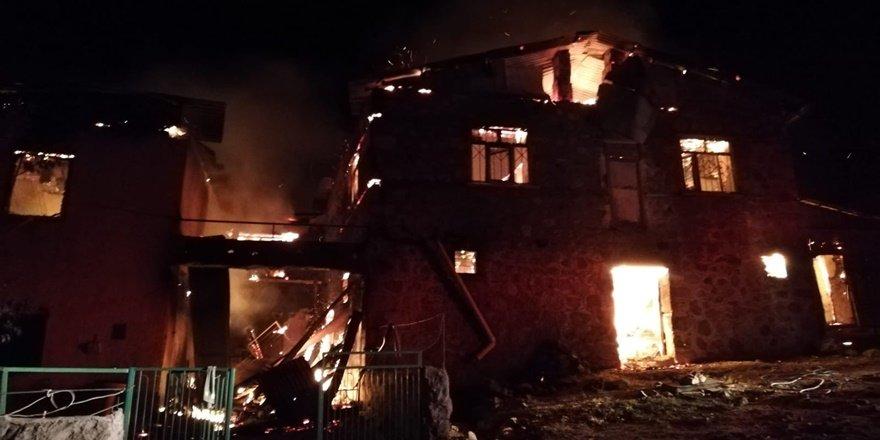 Tunceli'de yangın: 4 ev kullanılamaz halde