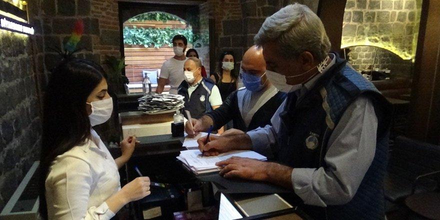 VİDEO - Diyarbakır'da otel ve iş yerlerine korona denetimi