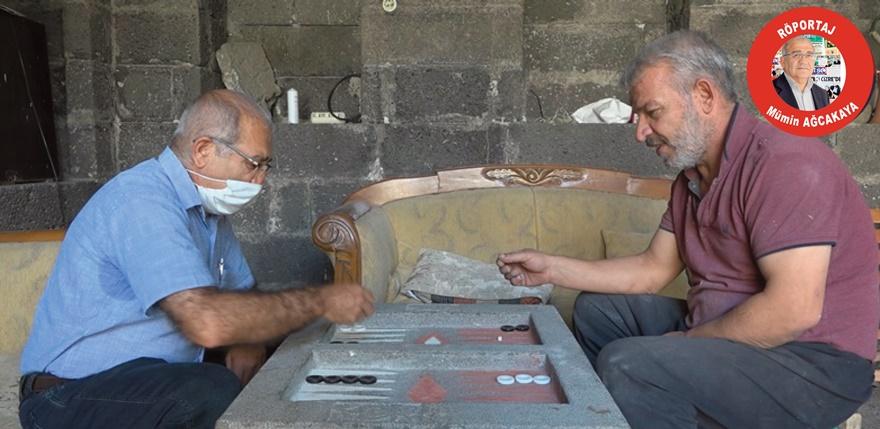 VİDEO - Diyarbakır'ın mucidi bazalt taşından tavla yaptı