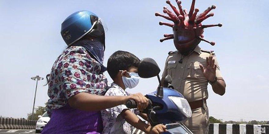 Hindistan'da nüfusun yarısı Covid-19'a yakalanabilir