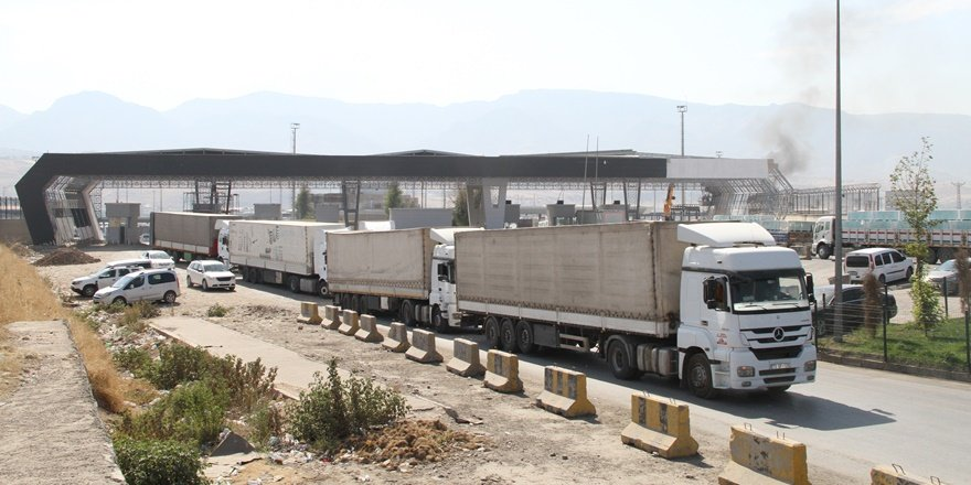 Habur Sınır Kapısı'nda günlük tır geçişleri arttı