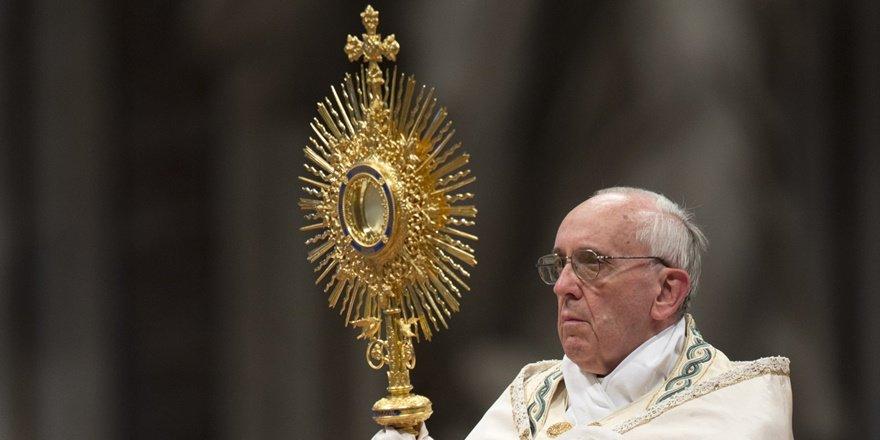 Papa Francis: Ben kimim ki eşcinsel birini yargılayabileyim