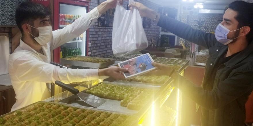 Diyarbakır'da ilginç uygulama: 1 kilo tatlı alana kitap hediye