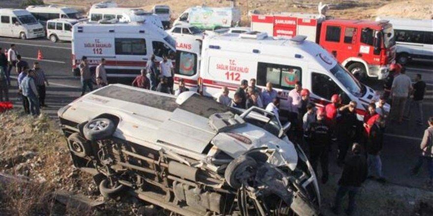 Urfa'da işçi servisi devrildi: 1 ölü, 11 yaralı
