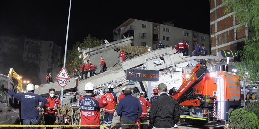 İzmir depreminde arama kurtarma çalışmaları sürüyor