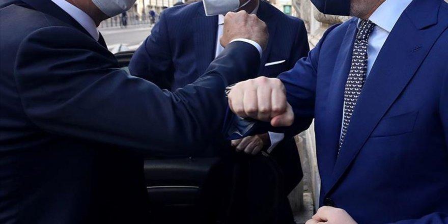 'Temaslı selamlaşmak Kovid-19 riskini artırabilir' uyarısı