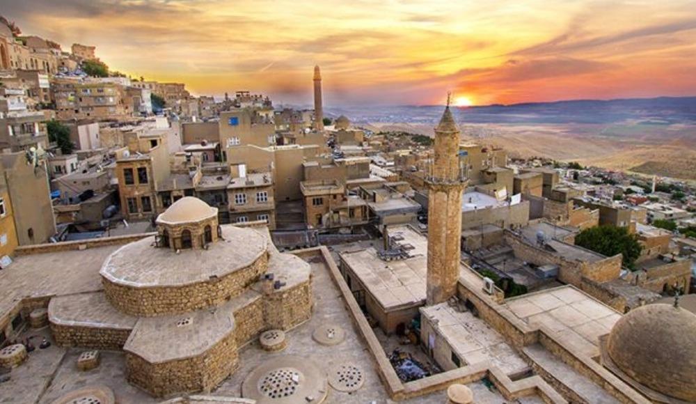 Mardin'de bir ilk: İki dilli tiyatro online gerçekleştirildi