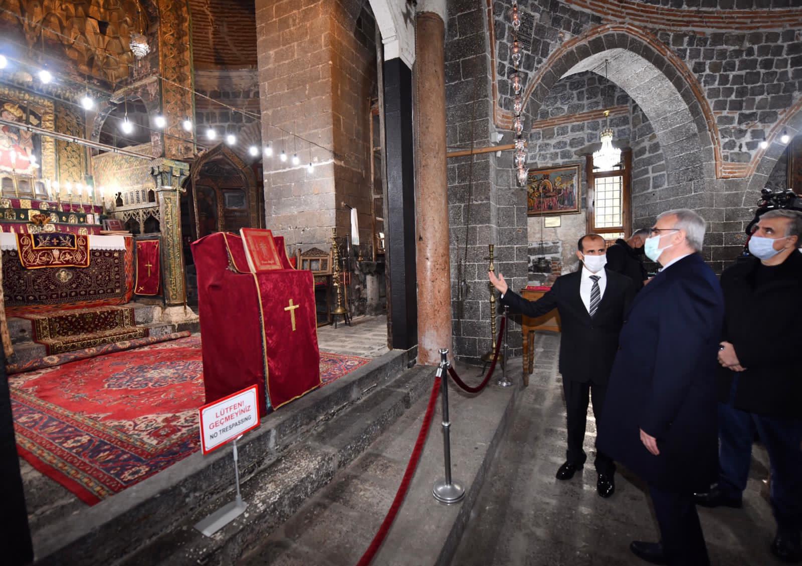 Diyarbakır Valisi: Kutsal hacın parçası Meryem Ana Kilisesi'nde
