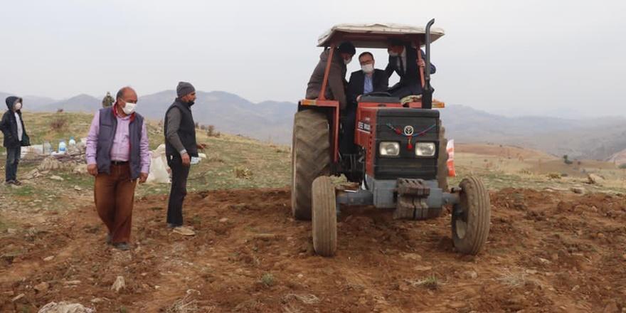 Sertifikalı kırmızı mercimekler, Diyarbakır'da toprakla buluştu