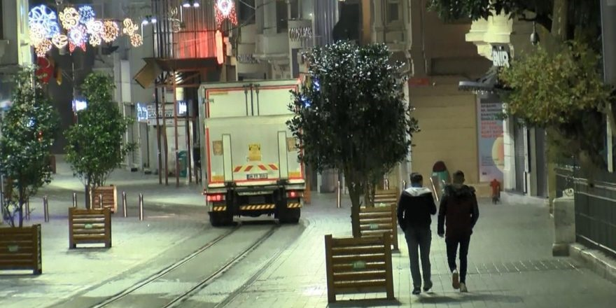 Türkiye genelinde uygulanan sokağa çıkma kısıtlaması başladı