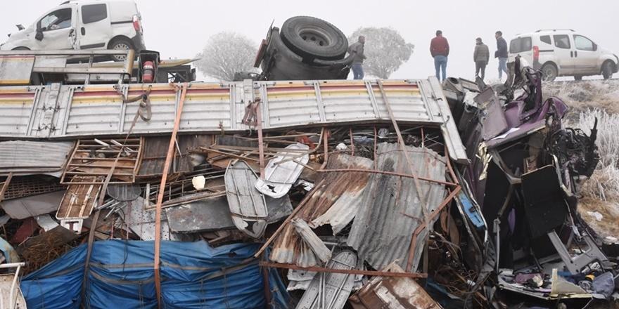 Yedi aracın karıştığı kazada 1 kişi öldü, 5 kişi yaralandı
